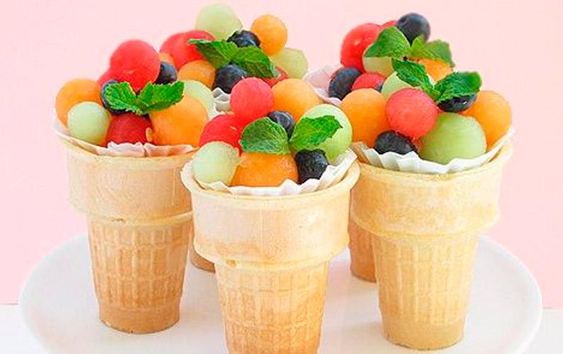 conos de helado con fruta